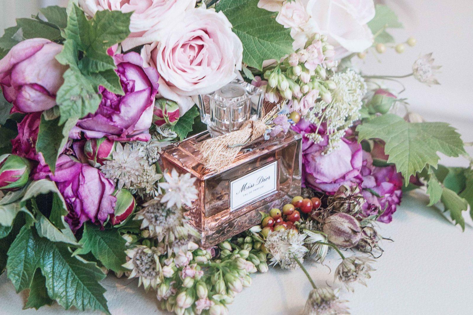 Miss dior fragrance that smells like love glam glitter femininity of a sensual floral izmirmasajfo